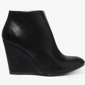 Black Leather Pointed Ankle Chelsea Boots